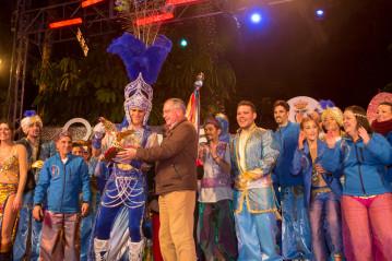 alcalde entrega a don carnal premio amantes del chichi a lo mejor del carnaval